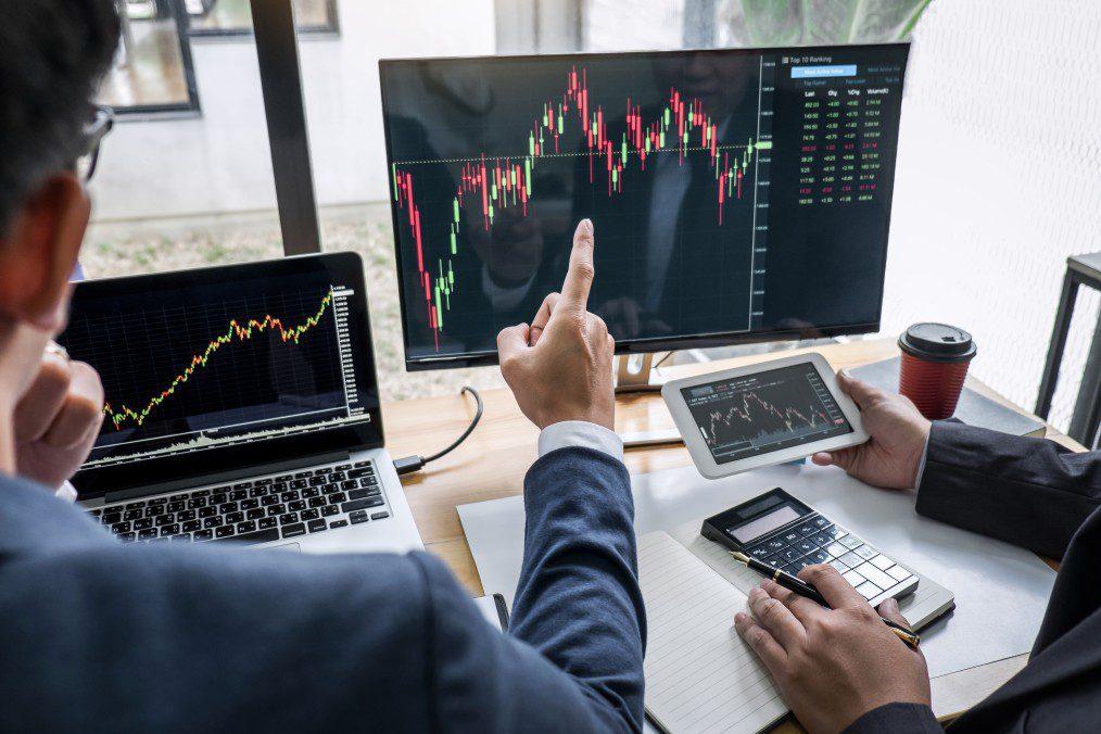 Undervalued-TSX-Stocks-Man-Pointing-Stock-Market-Analysis