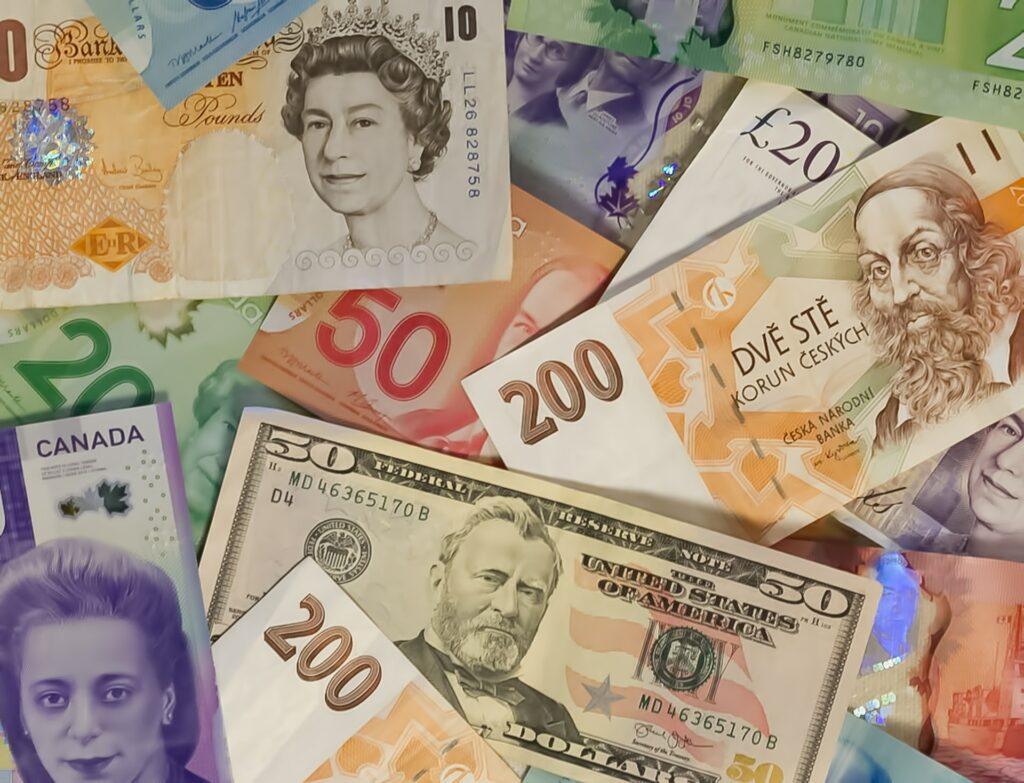 exchange currency in Canada