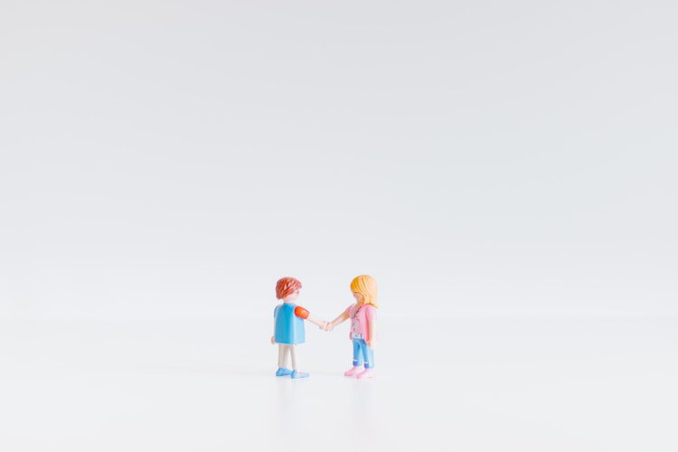 Cosigner le prêt d'un proche : comment donner un coup de main sans y perdre pied